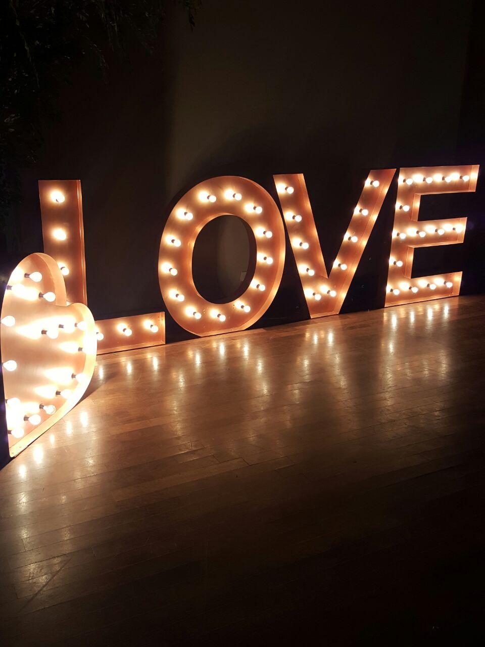 tutti-flora-mesa-love-luminoso-noiva-decoracao-flores-casamento-convencao-boho-eventos-producao-buque-noiva-debutante-3